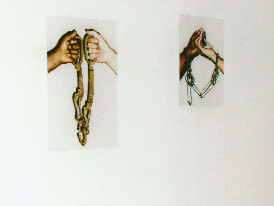 chains, C-print hinter Akryl, 30 x 40cm, ICW und Ndidi Dike, 2006