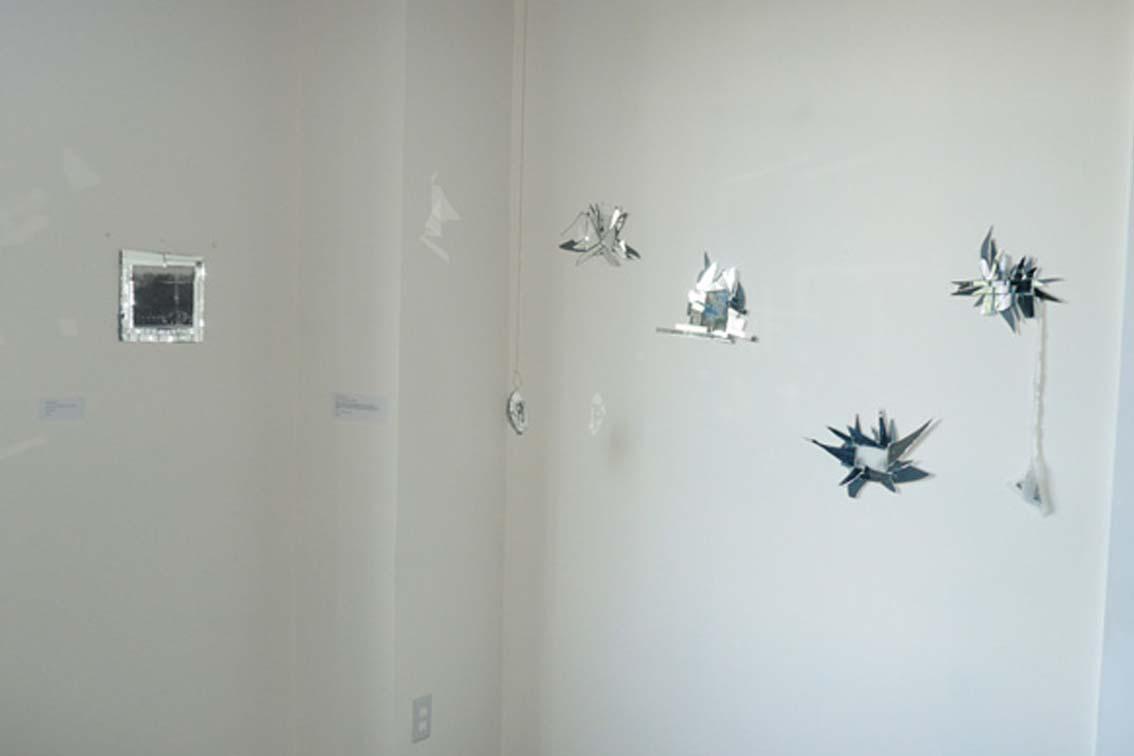 Thin Skin Reflections,  Prints auf Akryl, Spiegelsplitter, Silikon, doppelseitig, Serie von 6 Stück, ICW und Leslie Fry, 2009