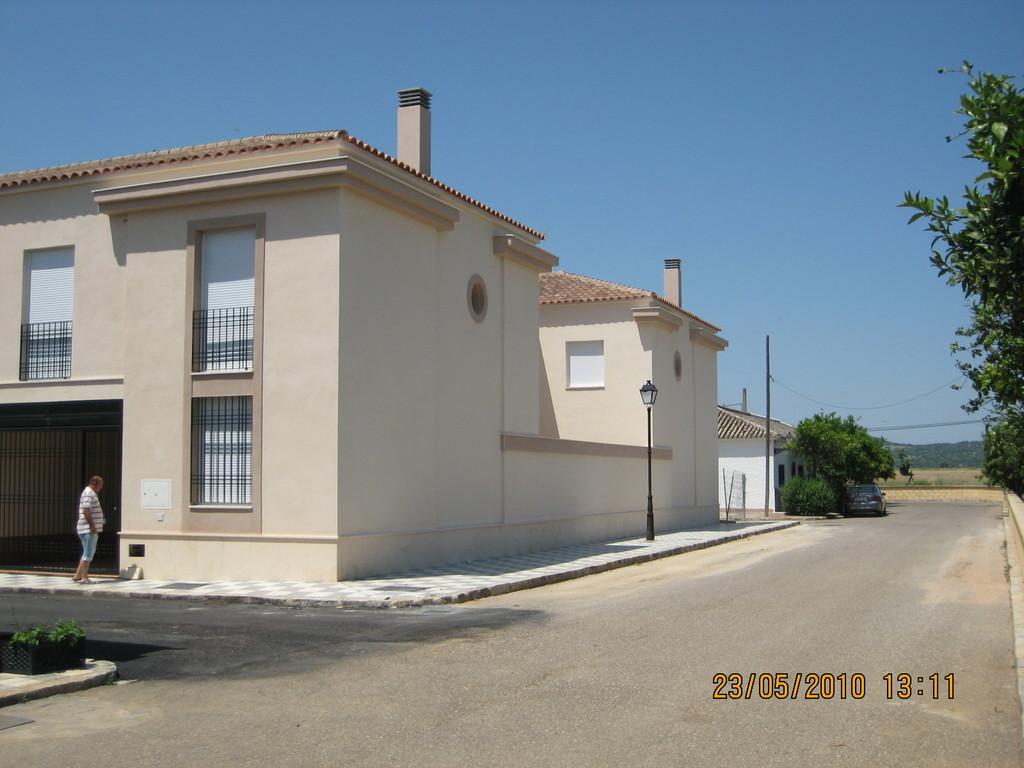 Esquina Calles San Calixto y Ronda Norte (Viviendas en Mesas del Guadalora)