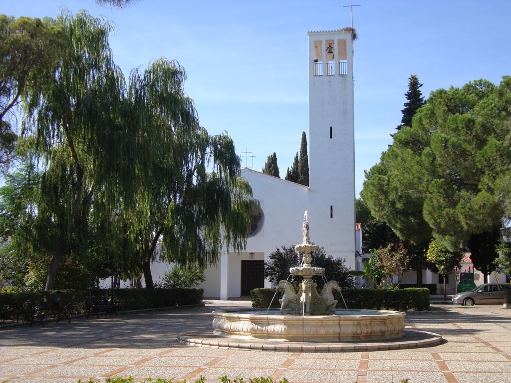 Plaza Mayor e Iglesia Parroquial de San Isidro Labrador