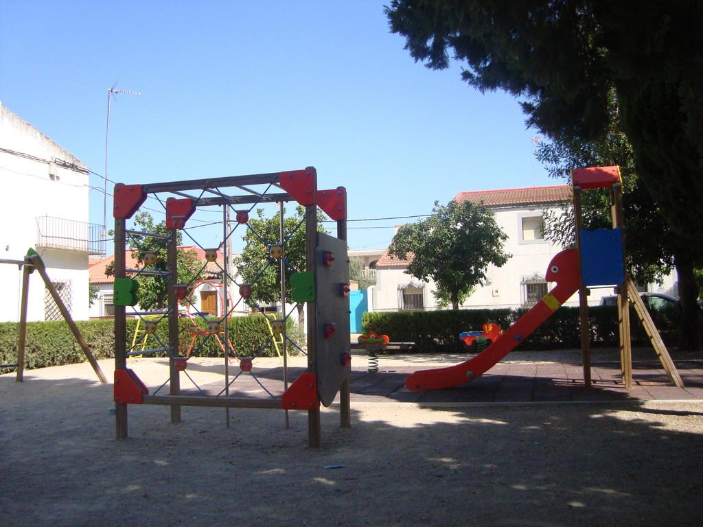 Aparatos en la Zona Infantil de Juegos