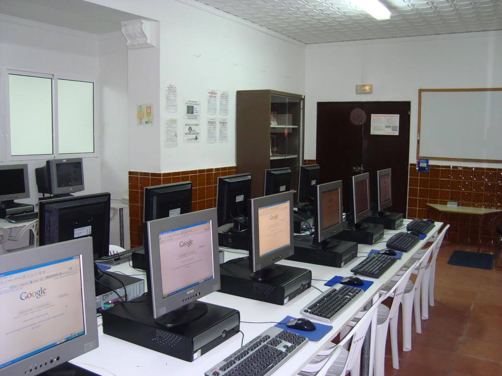 Aula de Informática de Mesas del Guadalora