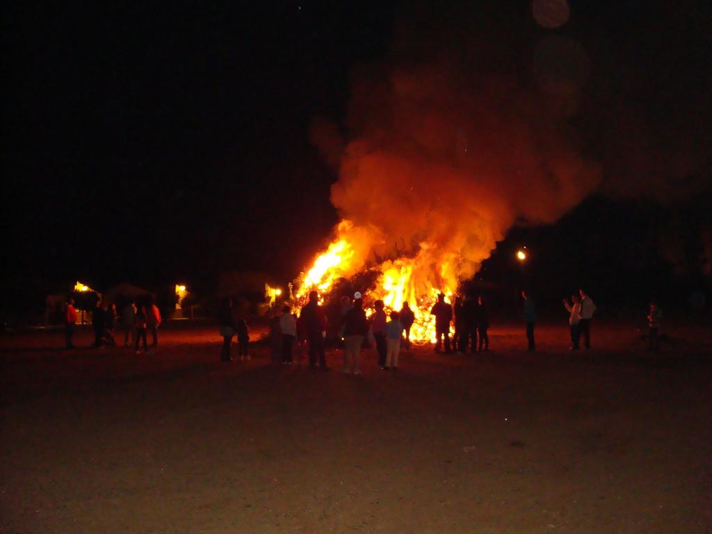 """Fogata de """"Las Candelarias"""" en Mesas del Guadalora (05-02-2011)"""