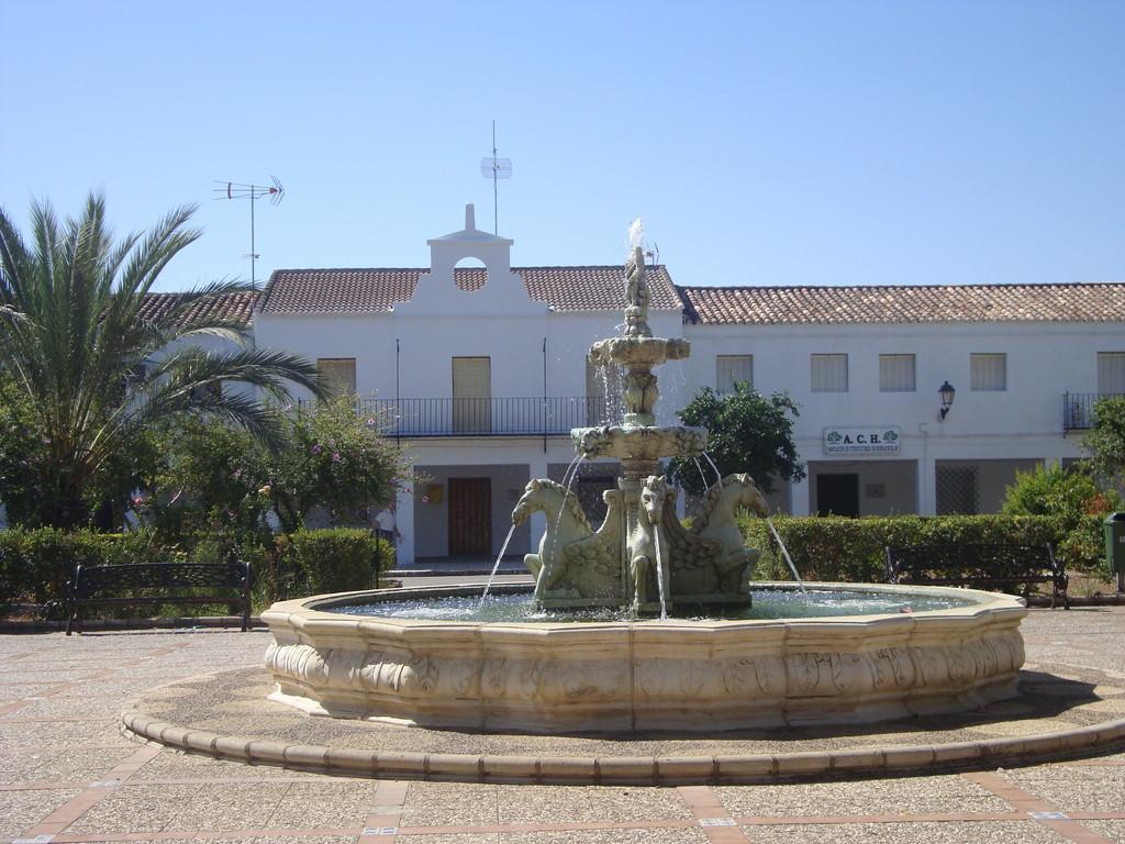 Fuente de la Plaza Mayor y Edificio del Ayuntamiento