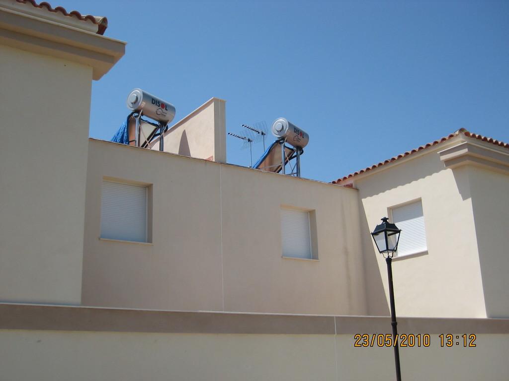 Detalle Colector Solar Plano y Acumulador (Agua Caliente Sanitaria)