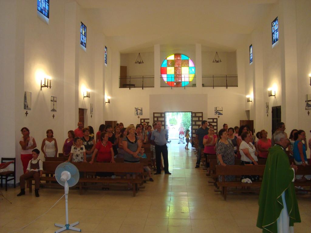 """Solemne Misa en honor de """"Santa María Virgen Reina"""""""
