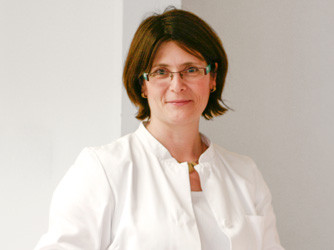 DR. VERONIKA LANGER