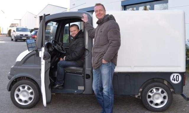 """Oliver Sticht, links (Ltg. Marketing) und Thomas Rehmann (Kundendienst) suchen gemeinnützige Interessenten mit der """"passenden Story"""""""