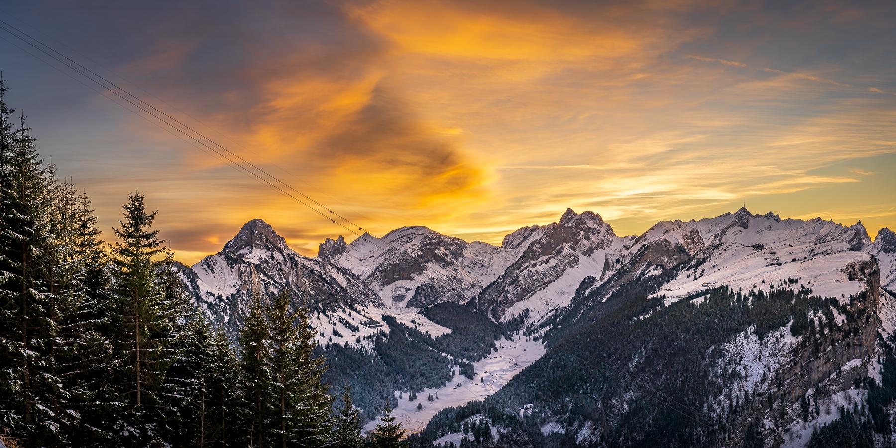 Bild Nr. 2020_9462: Verschneiter Alpstein im Abendrot