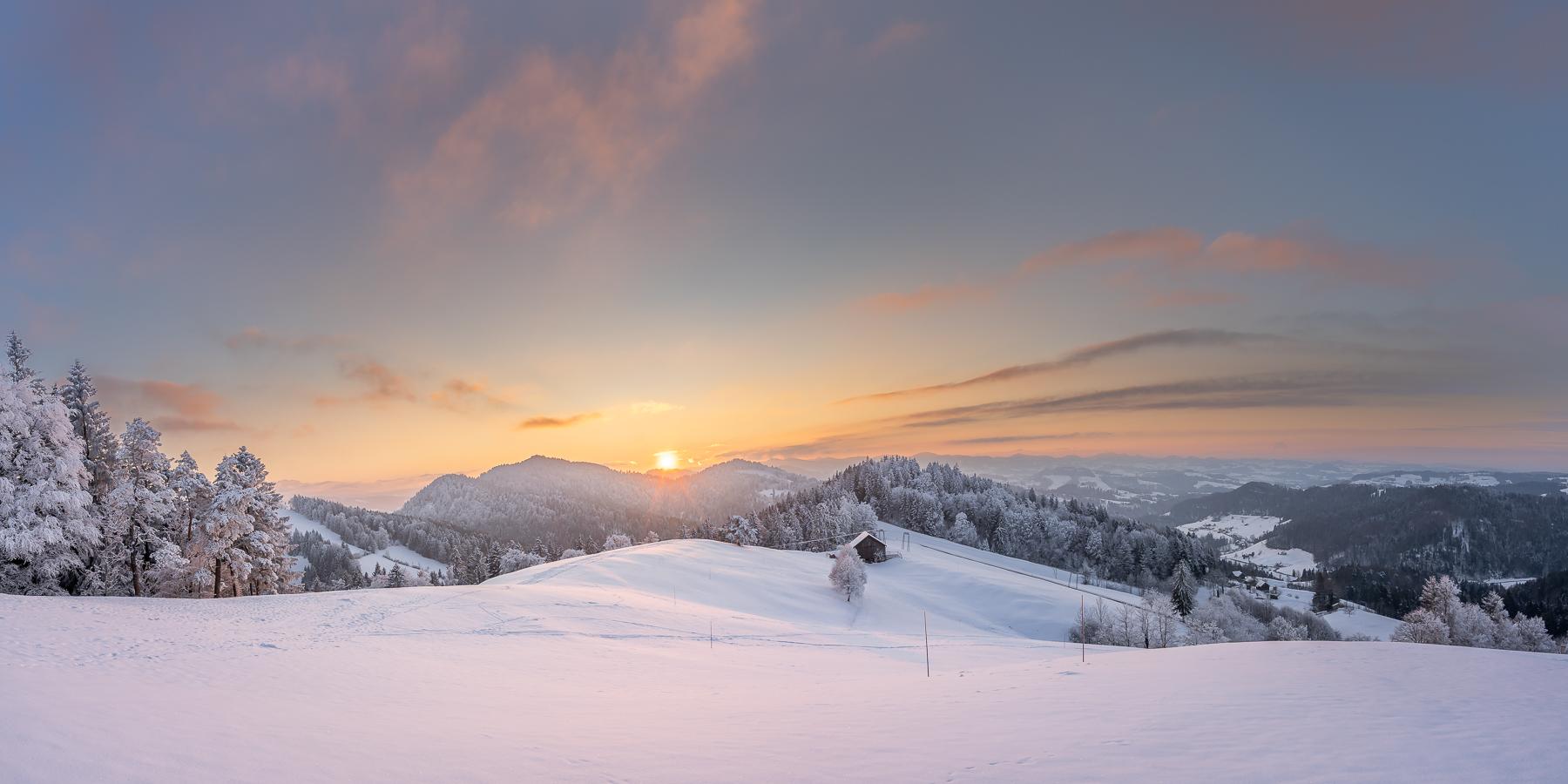 Bild Nr. 2020_0726: Letzte Sonnenstrahlen über der Winterlandschaft