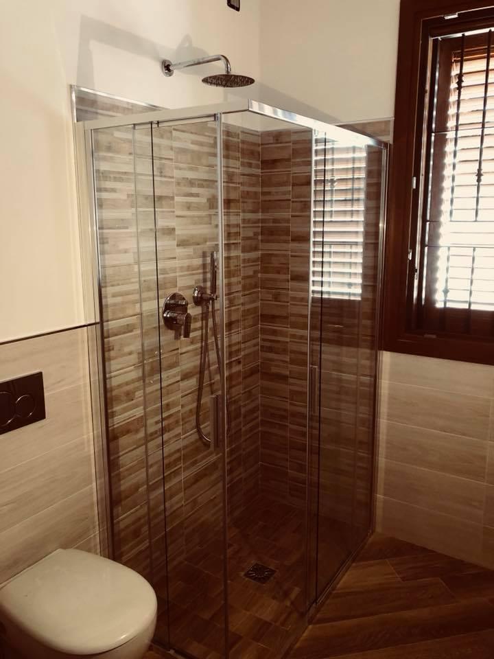 Ristrutturazione bagno con doccia moderna