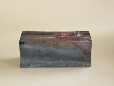 炭化窯変箱型一輪挿