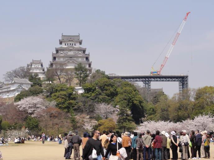 資材搬入足場と姫路城