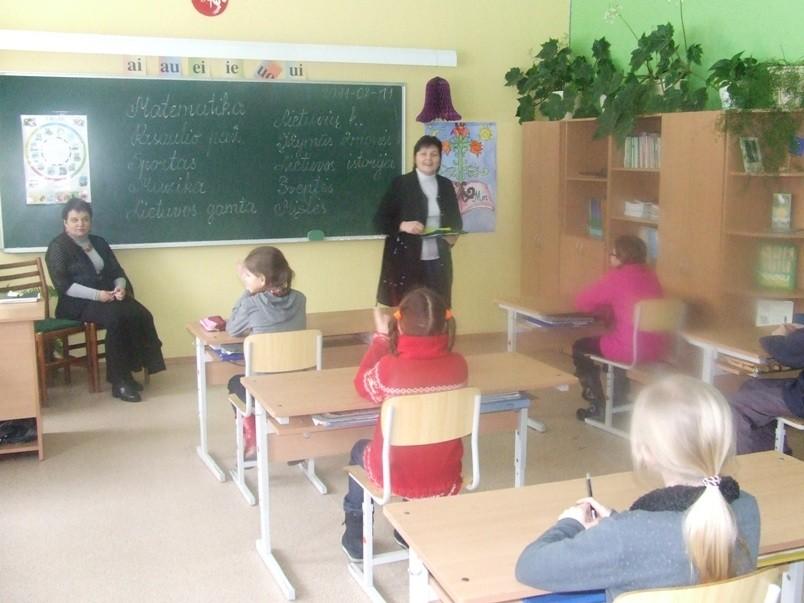 Mokytoja Justina skelbia užduotis