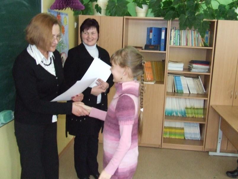 Direktorės pavaduotoja Irena Lukšienė sveikina Liviją