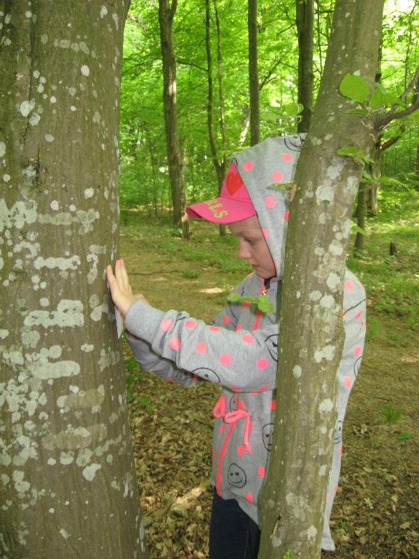 Darome medžio žievės atspaudus.