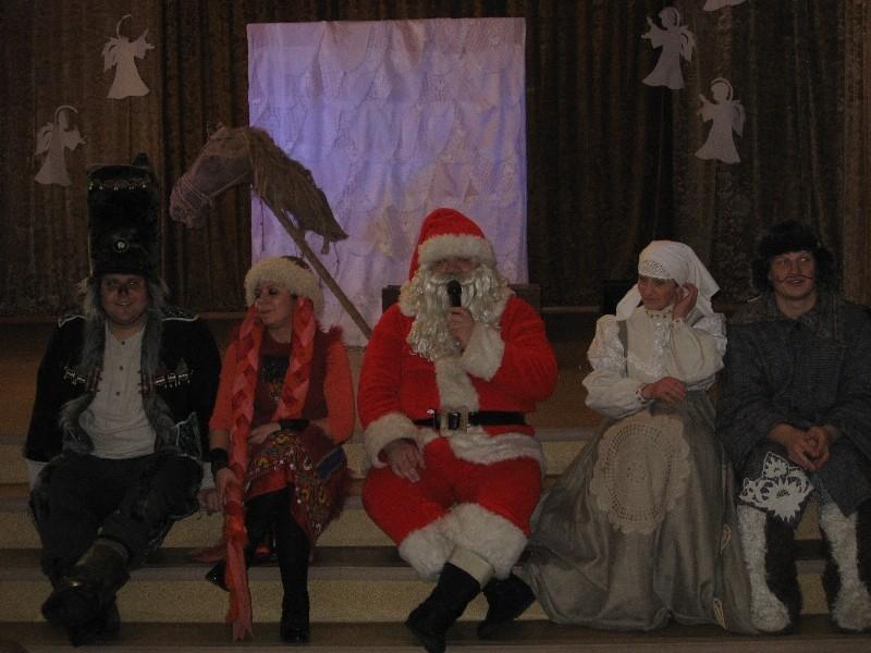 Vilkas, Lapė, Kalėdų senelis, Bobutė ir Senukas