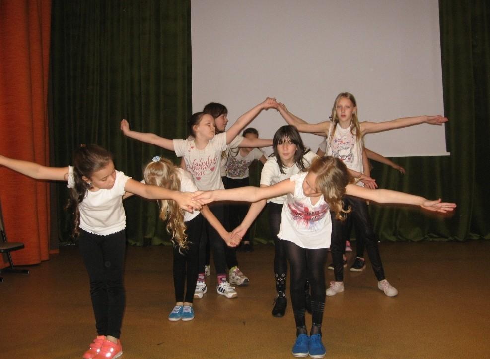 Mergaičių šokis