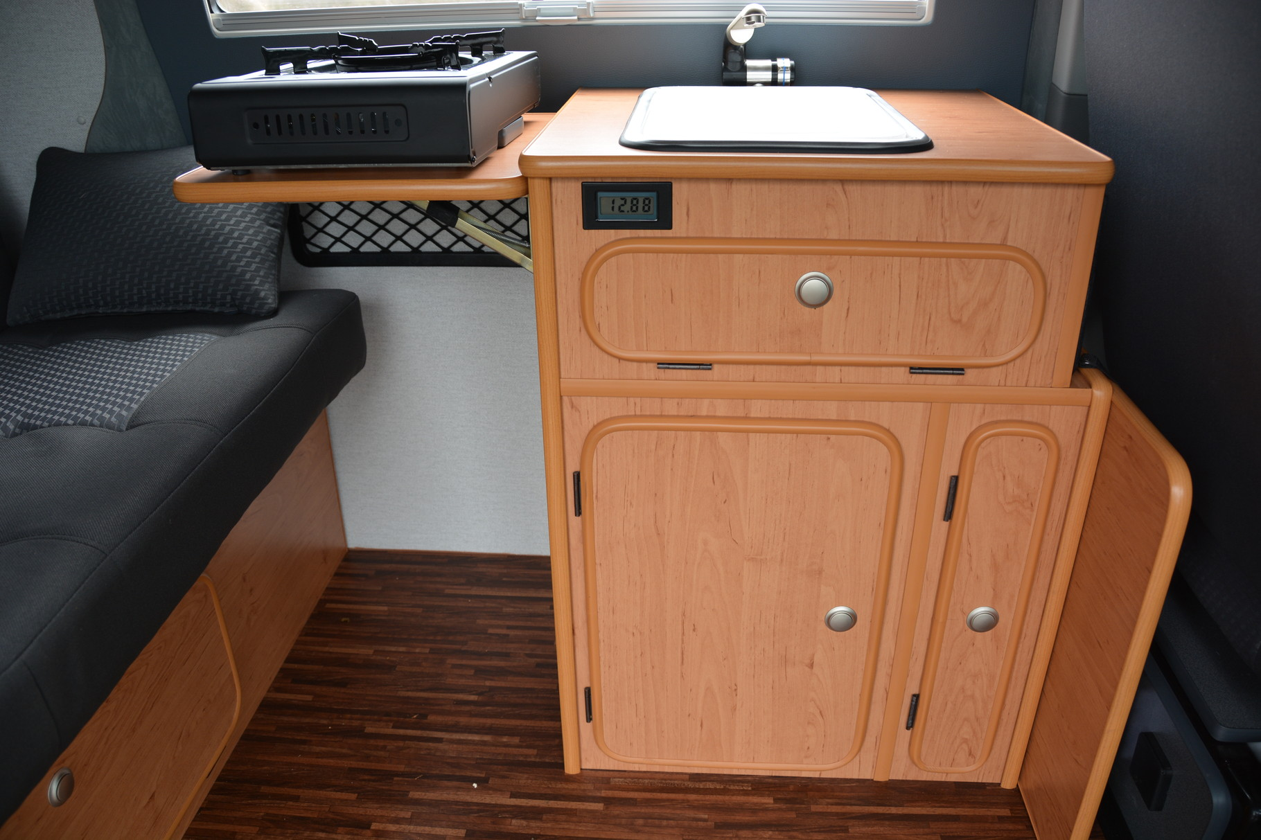 k chenblock design erle oder puntinella anthrazit reisemobile jesteburg. Black Bedroom Furniture Sets. Home Design Ideas