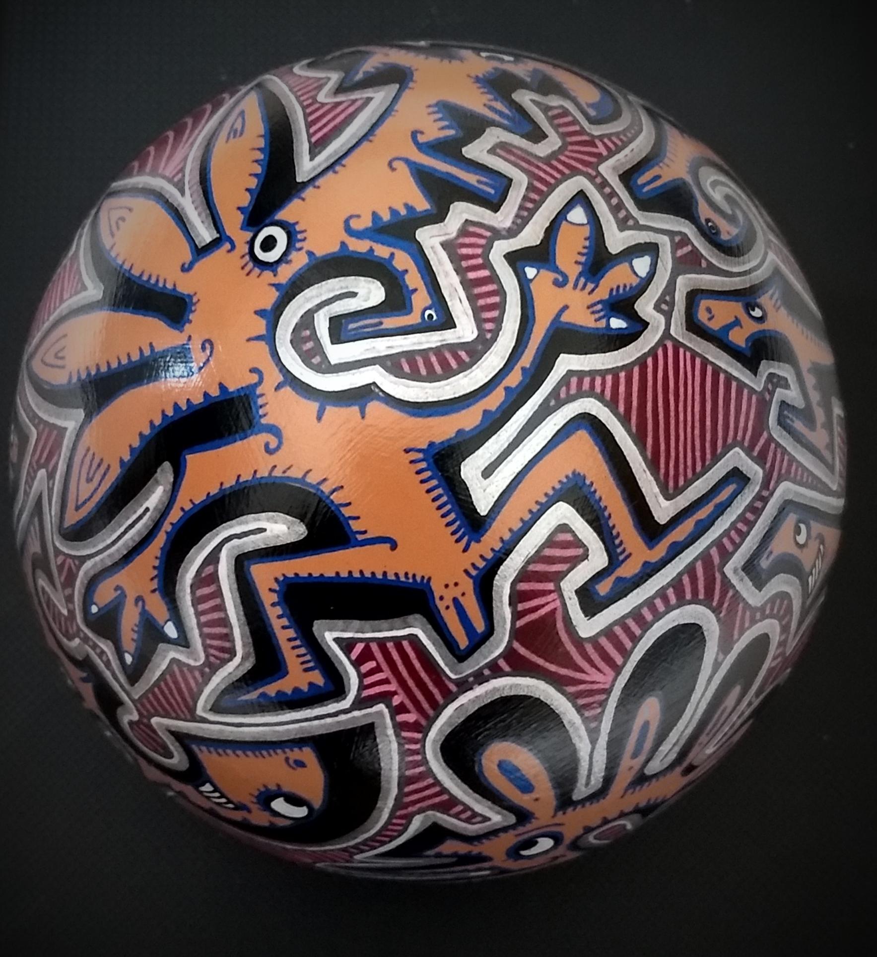 Sphère n°5/ sphère en terre cuite/ diamètre : 15 cm/ feutres acrylique/finition vernis satin/ prix : 35 euros