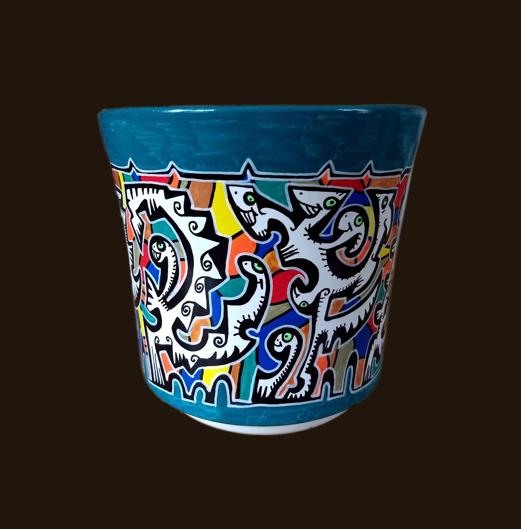 pot en terre cuite n°11/ diamètre: 14cm/ hauteur: 13cm/ feutres acrylique/finition vernis satin/ prix : 30 euros