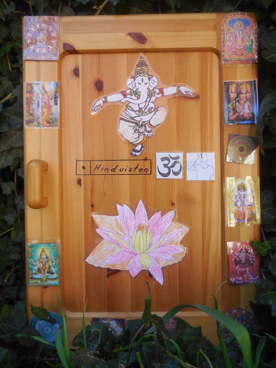 Tür mit hinduistischen symbolen