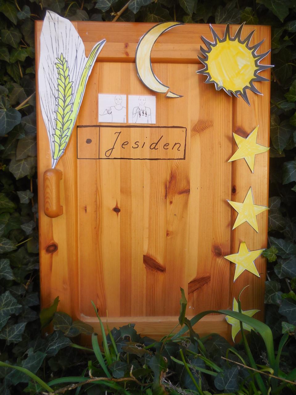 Tür mit jesidischen Symbolen