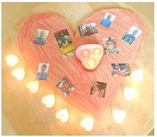 Jedes Kind hat auch eine Herz-Kerze und legt ein Foto auf das Holz-Herz, dass wir rot angemalt haben.