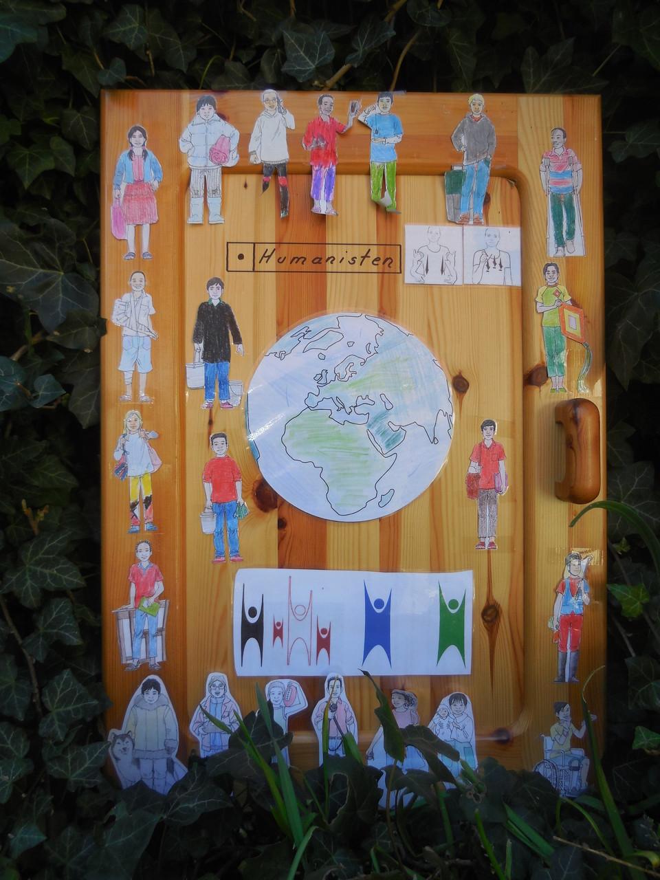 Tür mit humanistischen Symbolen