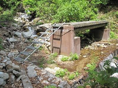 朝日連峰登山道給水ポイント