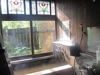 天然鉱泉が楽しめる浴室