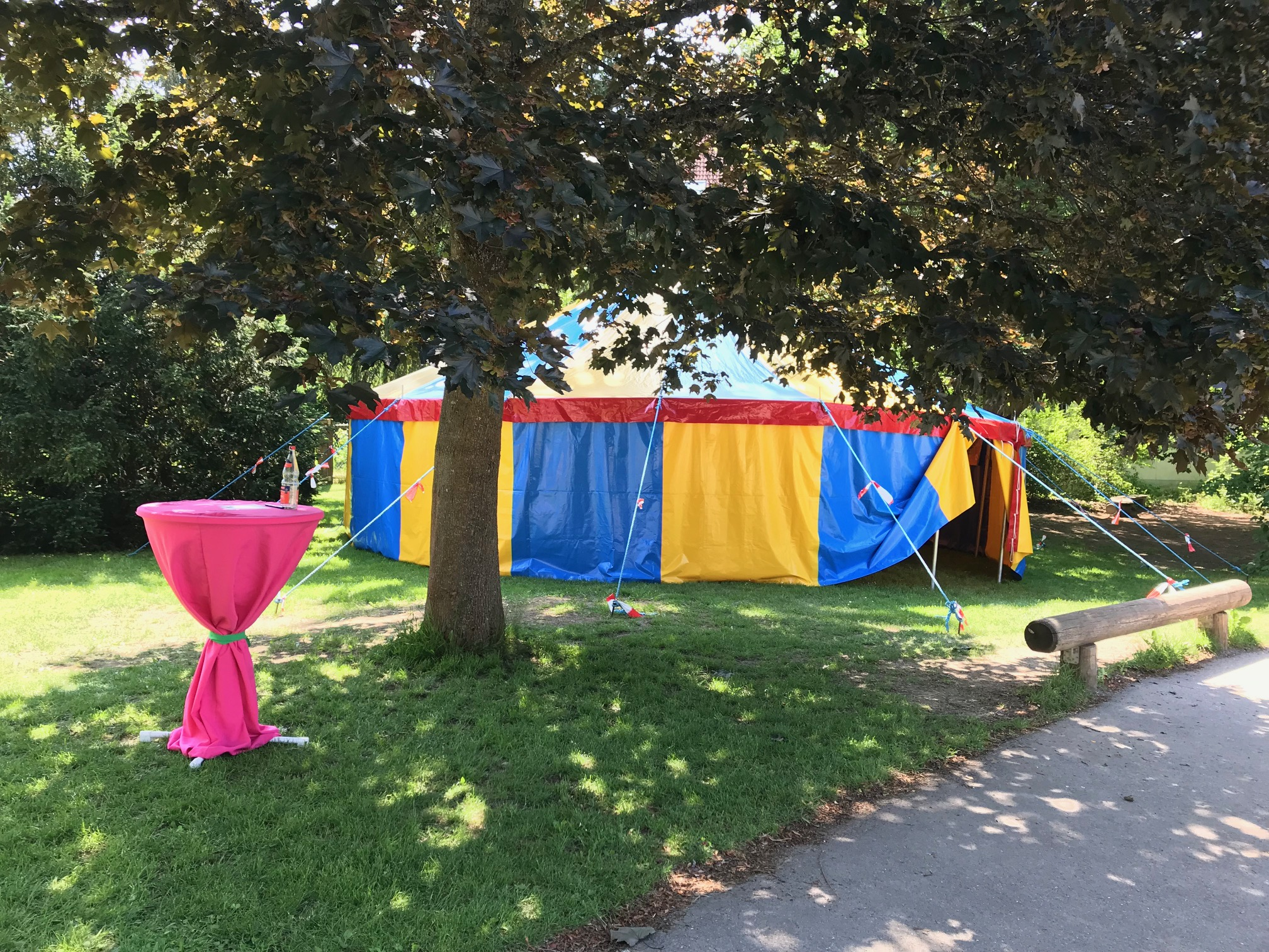 Das Zelt der WeltFAIRänderer (04.06.-08.06.2018) auf dem Schulhof der RSDS