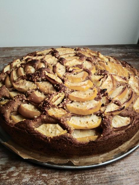 Apfel-Hanf-Kuchen mit Zimt, Hanfsamen und Goji Beeren Rezept vegan, zuckerfrei, glutenfrei