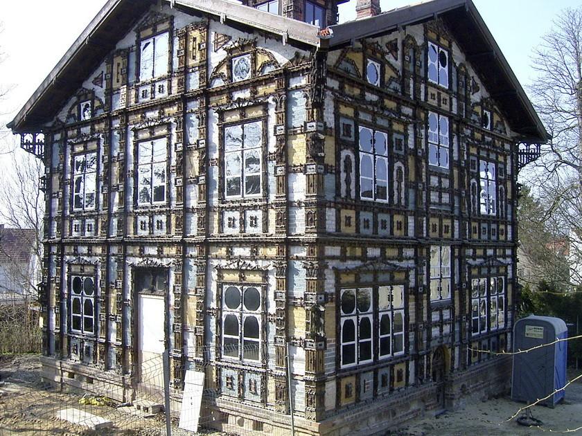 "12                ...das ""Junkerhaus""  - ganz aus Holz geschnitzt"