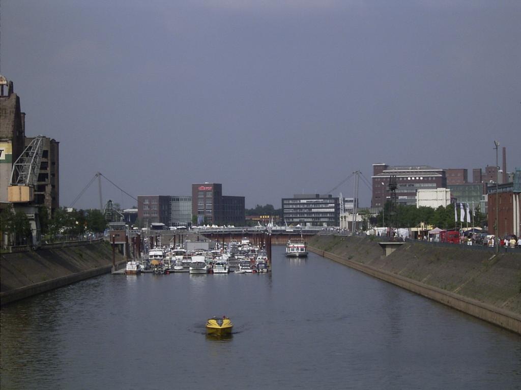 9                              Duisburg