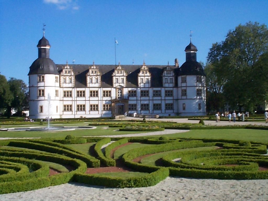 11                       Schloss Neuhaus