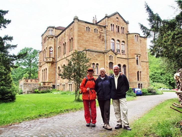 2                      Schloss Neu-Barenaue