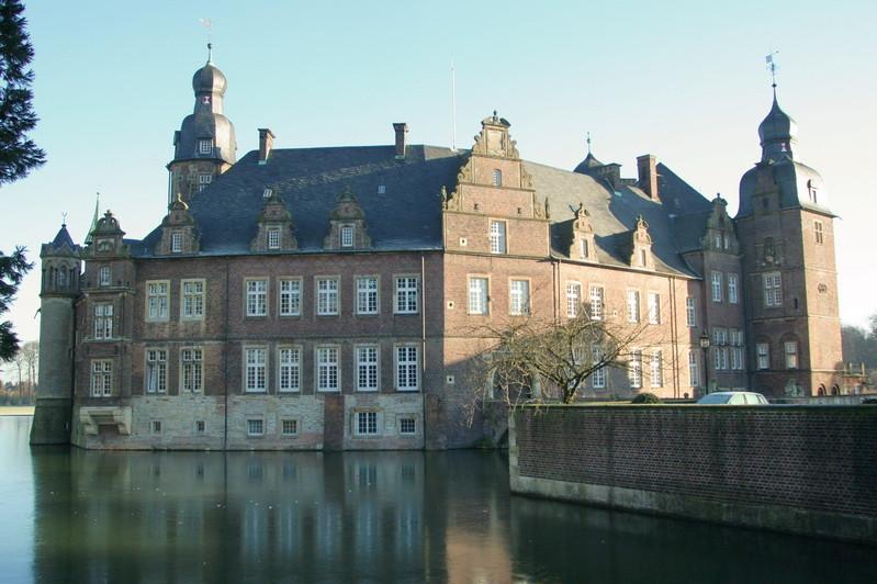 7                      Schloss Darfeld