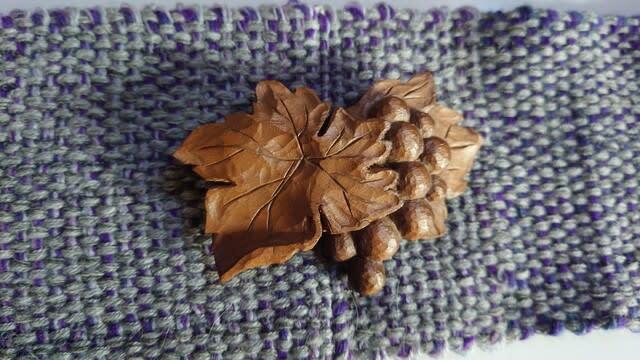 朴の木の手彫りアクセサリー