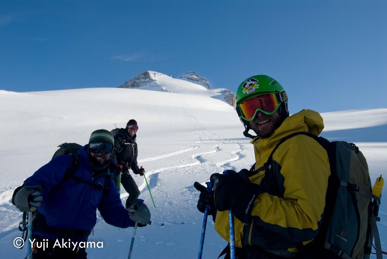 アイスフィールド・パークウェイ Mt.Hector登山を終え、ビッグスマイル
