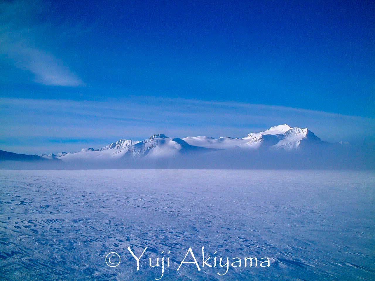 雪に覆われているのが氷原