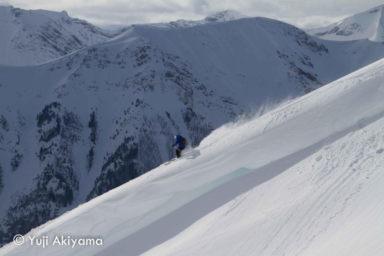 カナナスキス マウント・ネスター上の雪庇を滑る