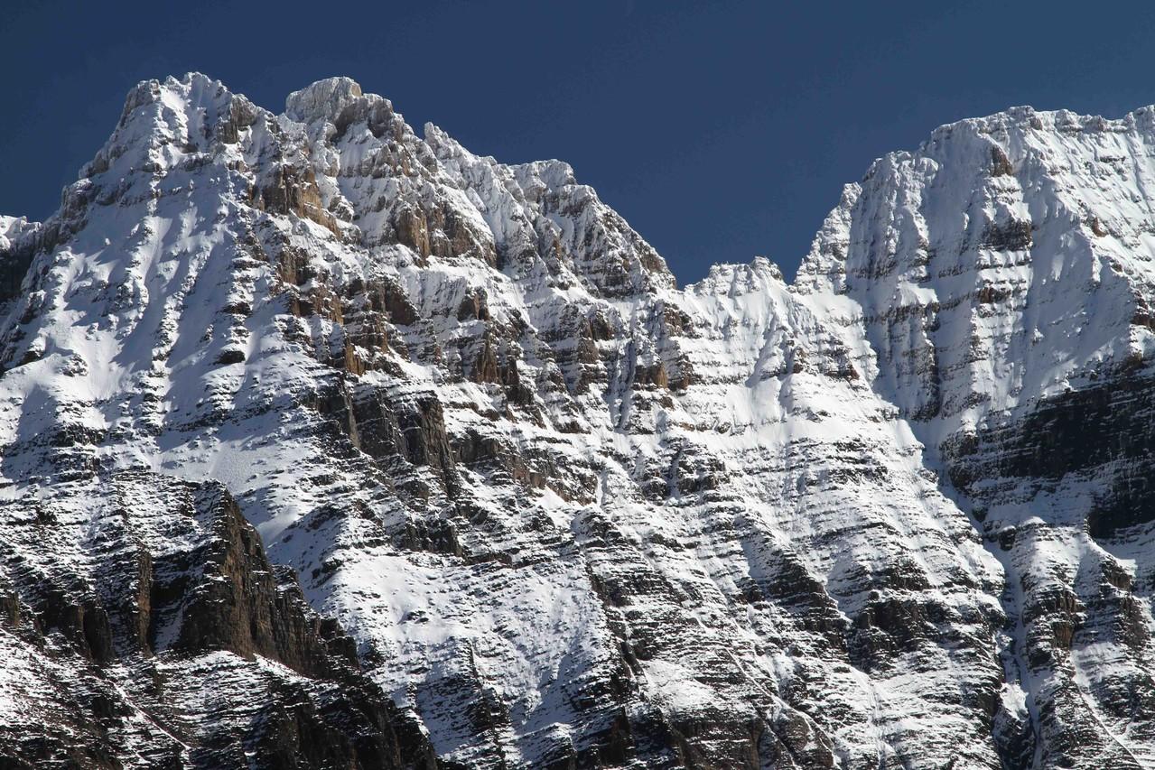 初秋の雪が付いた山々