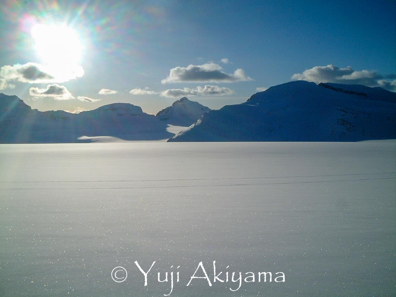 夕暮れが迫る氷原