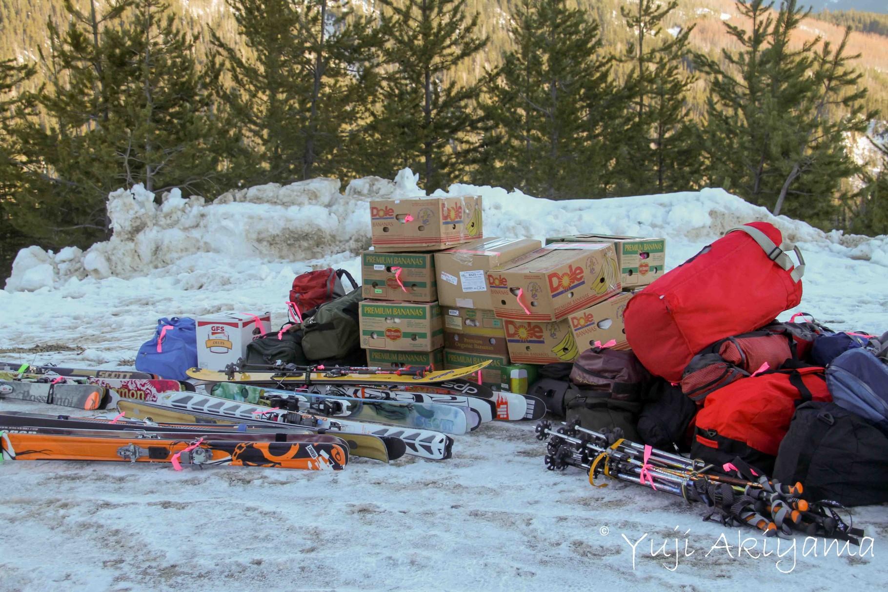 食事、スキー、運びこむ荷物は大量