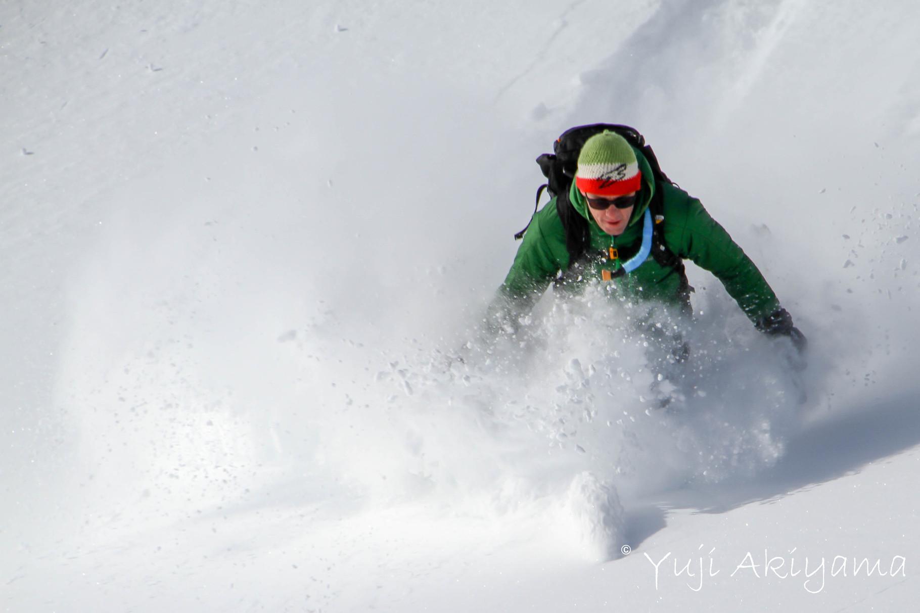 軽い雪を体で感じる
