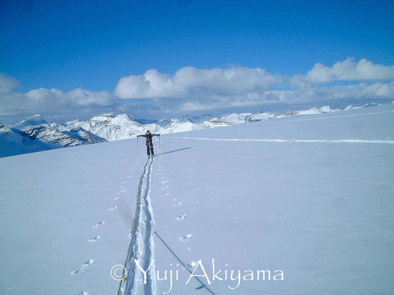 氷河上はロープを繋ぐ箇所もあり