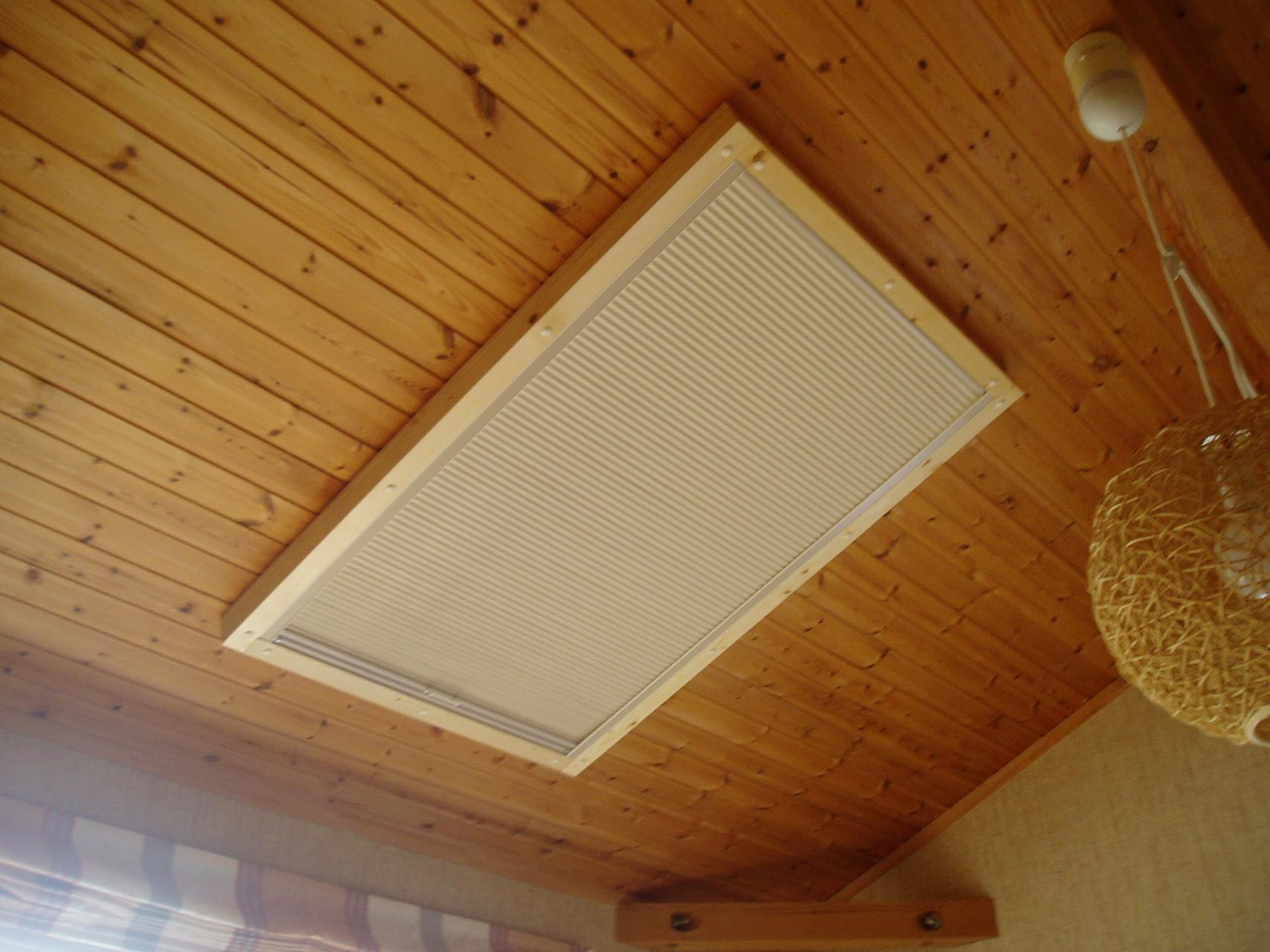 窓側に遮熱膜が付いているスクリーンです