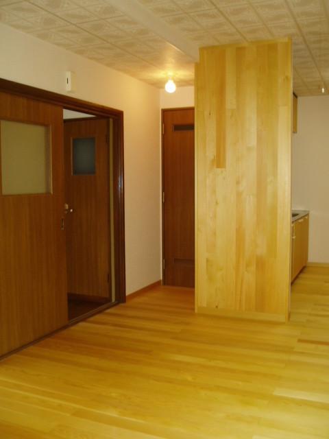 青森ヒバの床と壁をアクセント