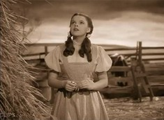 ♪ Somewhere over the rainbow ♫ Judy Garland
